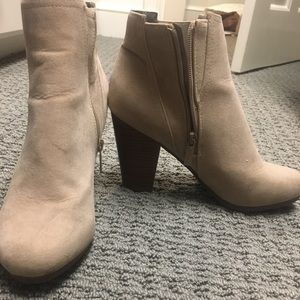 Breckelle's light tan booties